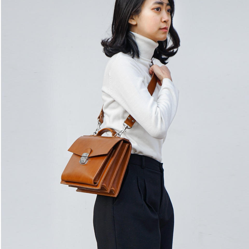 가죽공방 헤비츠 : Hevitz Classic square bag_large
